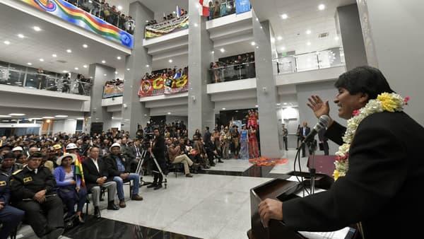 Evo Morales prononce un discours lors de l'inauguration du nouveau siège de la présidence bolivienne, le 9 août 2018.