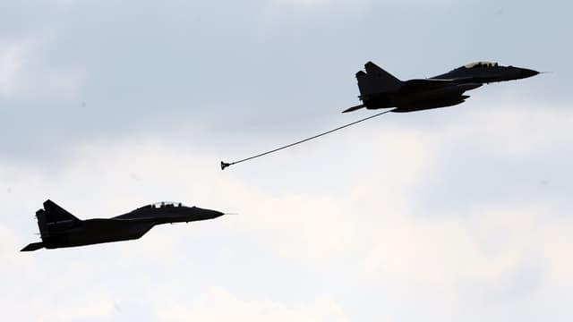 Des MiG-35 survolent l'espace aérien de Moscou, le 16 août 2011.