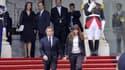 Nicolas Sarkozy et sa femme Carla Bruni sur le perron de l'Elysée, au moment de la passation de pouvoir en 2012.