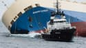 Le cargo Modern Express remorqué par le Centaurus espagnol, lundi.