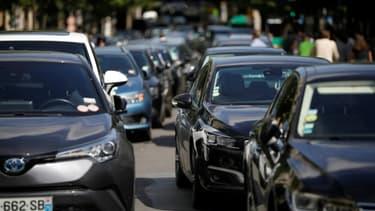 Le 20 octobre 2021, une centaine de chauffeurs VTC ont manifesté devant l'Hôtel de Ville de Paris