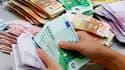 """La Cour des comptes a certifié les comptes 2011 de l'Etat français avec sept réserves et appelé les autorités à une """"vigilance accrue"""" sur quatre domaines cette année. /Photo d'archives/REUTERS"""