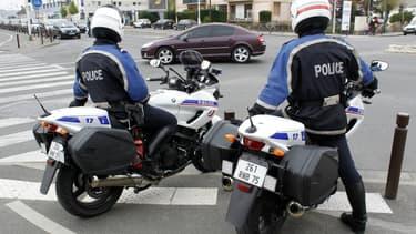 Policiers à moto dans la région parisienne