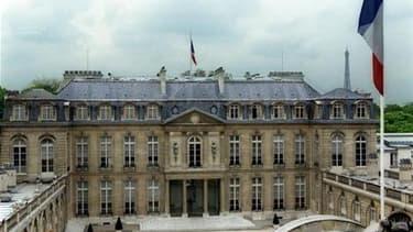 Nicolas Sarkozy reçoit ce lundi après-midi patronat et syndicats pour un sommet social qui risque d'être marqué par l'annonce de mesures destinées à contenir les déficits publics de la France. /Photo d'archives/REUTERS/