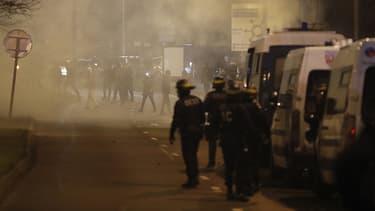 Des violences ont éclaté samedi entre manifestants et policiers à Bobigny.