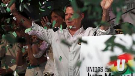L'ancien ministre de la Défense Juan Manuel Santos est arrivé largement en tête du premier tour de l'élection présidentielle en Colombie, mais un second tour devra être organisé pour désigner le successeur d'Alvaro Uribe. /Photo prise le 30 mai 2010/REUTE