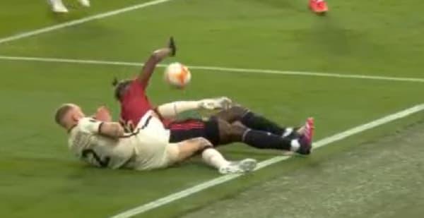 Le tacle manqué de Paul Pogba