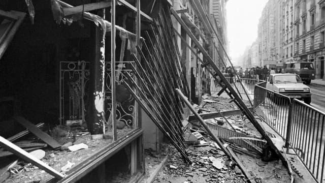 Une photo prise le 4 octobre 1980, après l'explosion d'une bombe rue Copernic, à Paris.