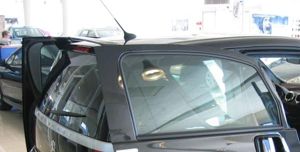 Le Peugeot 1007, une première mondiale avec ses deux portes coulissantes, n'a pas connu un franc succès.