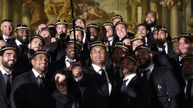 Thierry Dusautoir immortalise la cérémonie de remise de caps