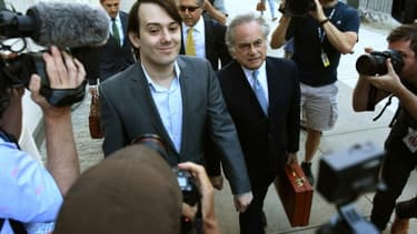 Martin Shkreli (C), le 26 juin 2017 arrive au tribunal de Brooklyn à New-York