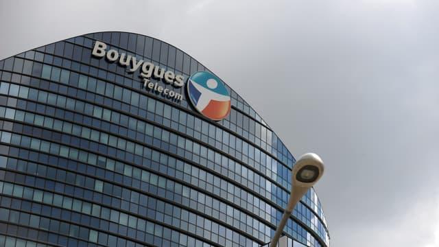 Malgré des propos rassurants de Martin Bouygues, les marchés doutent de la capacité de l'opérateur à poursuivre une stratégie en solitaire. La salut pourrait-il venir d'une offre étrangère ?