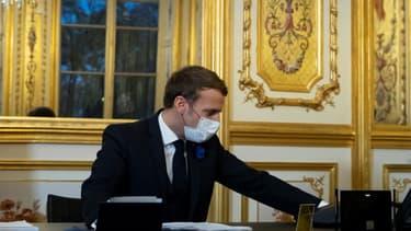 Emmanuel Macron lors de son échange téléphonique avec Joe Biden, le 10 novembre 2020 à Paris