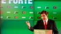 Les sociaux-démocrates portugais (PSD, centre-droit) de Pedro Passos Coelho (photo) ont remporté les élections législatives de dimanche, écartant du pouvoir les socialistes du Premier ministre José Socrates. /Photo prise le 5 juin 2011/REUTERS/Jose Manuel