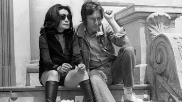"""Yoko Ono et John Lennon à Cannes pour présenter leurs films """"Apotheosis"""" et The Flu"""" en 1971"""