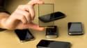 La technologie Wysips: un réseau de microlentilles assemblées sur une mince couche photovoltaïque qui peut être intégrée sur ou sous l'écran tactile.