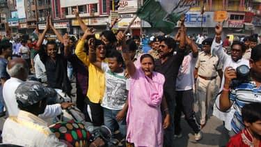 De nombreux manifestants sont descendus dans les rues de Raipur, capitale de l'Etat de Chhattisgarh, où 13 femmes sont décédées après avoir subi une stérilisation.