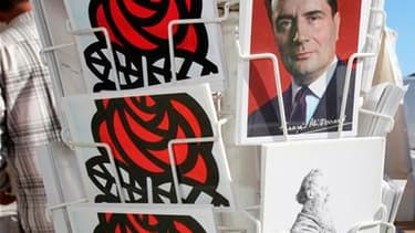 """Une famille socialiste fébrile s'apprête à fêter mardi les 30 ans de la victoire de François Mitterrand, le 10 mai 1981, dont elle veut s'inspirer à un an d'une élection présidentielle jugée """"imperdable"""". /Photo d'archives/REUTERS/Stéphane Mahé"""