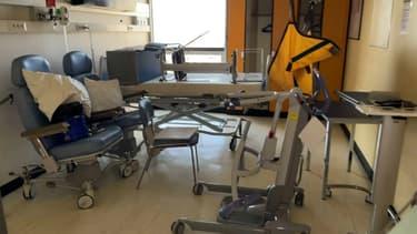 Dans le service de neurologie de l'hôpital Bichat à Paris, seuls quatre lits sont ouverts contre 28 habituellement.