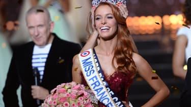Maëva Coucke reçoit sa couronne de Miss France le 16 décembre 2017, à Châteauroux