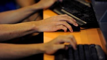 Certains sites web renommés contiennent des bouts de logiciel enregistrant ce que fait l'internaute pendant sa consultation.