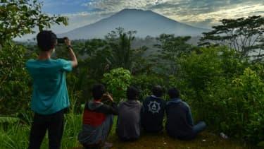 La volcan Mont Agung à Karangasem sur l'île indonésienne de Bali le 24 septembre 2017