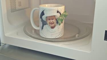 Nous ne savons pas si Elizabeth II approuve le réchauffage au four à micro-ondes.