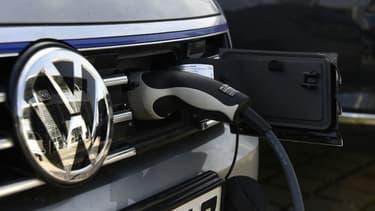 Lors de l'achat d'un véhicule électrique d'occasion, il faut vérifier l'état du câble de recharge.