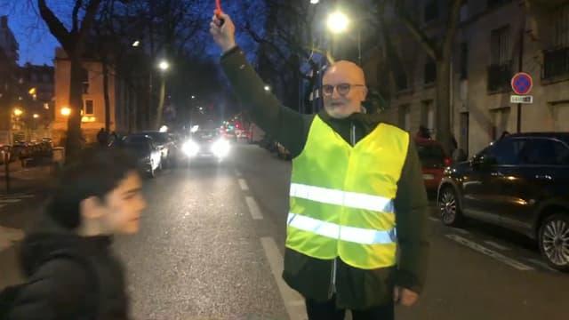 Des parents du 16e arrondissement se mobilisent pour faire la circulation aux passages piéton.