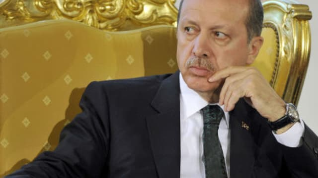 Le quotidien turc Zaman a paru dimanche pour la première fois depuis sa mise sous tutelle en affichant une ligne nettement pro-Erdogan, ici le 4 mars dernier.
