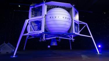 Blue Origin avait dévoilé en mai son grand alunisseur baptisé Blue Moon qui servira à descendre matériel et humains sur la Lune.