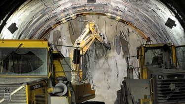 Le projet de tunnel affiche un coût de 8,6 milliards d'euros -financé à environ 40% par l'UE- et il doit être achevé en 2030.