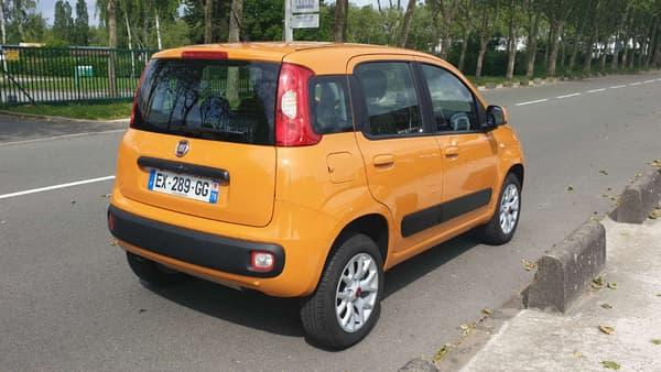 Une Panda orange, un look pas forcément sexy mais une petite voiture attachante.