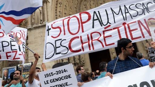 Manifestation de soutien aux chrétiens d'Irak devant la cathédrale Notre-Dame de Paris, dimanche 27 juillet 2014.