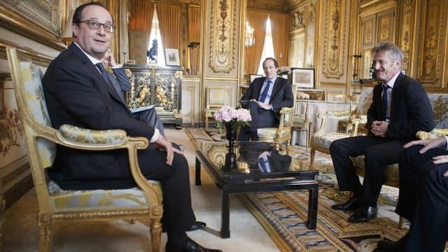 François Hollande a plaisanté sur le nombre de photographe présents pour immortaliser sa rencontre avec Sean Penn.