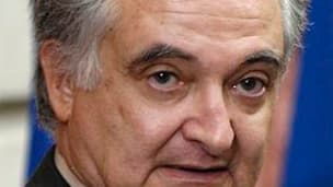 """La commission Attali sur la croissance propose un effort massif d'économies en trois ans pour amorcer le redressement des finances publiques françaises. """"Si le taux de croissance (du PIB) est à 2,5% pendant cette période, il faut trouver 60 milliards d'eu"""