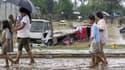 Dans les rues d'Iligan, dans le sud des Philippines, après le passage du typhon Washi. Un typhon s'est abattu sur l'île de Mindanao aux Philippines, faisant près de 180 morts et 100.000 déplacés, selon le gouvernement et l'armée. /Photo prise le 17 décemb
