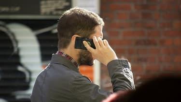 La NSA, l'agence de renseignement américain, piste unnombre impressionnant de portables chaque jour à travers le monde selon des documents révélés par Edward Snowden