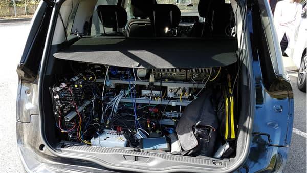 Sur le C4 Picasso (photo) comme sur l'Espace, le coffre est un peu encombré par le matériel informatique embarqué pour les tests.