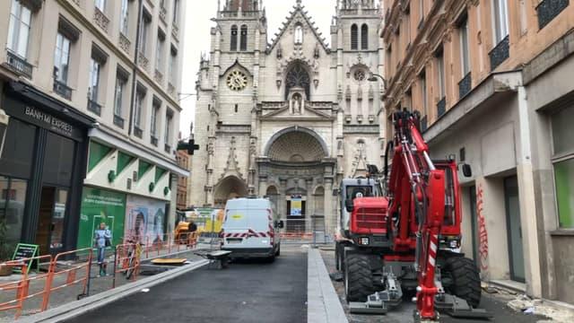 Des travaux ont lieu devant l'église Saint-Nizier.