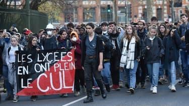 Une manifestation lycéenne à Toulouse vendredi 7 décembre.