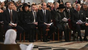 Le prince Charles, Camilla, le prince William, Kate Middleton et le prince Harry à la cathédrale Saint-Paul à Londres pour l'hommage aux victimes de l'incendie de la Grenfell Tower, le 14 décembre 2017