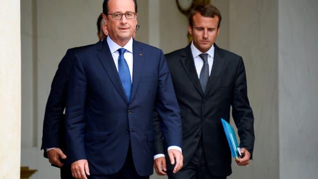 Le président de la République François Hollande (g.) avec son nouveau ministre de l'Economie, Emmanuel Macron, ce mercredi 27 août à la sortie du Conseil des ministres à l'Elysée.