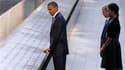 Barack Obama, devant son épouse Michelle et l'ancien président George W. Bush et son épouse Laura, dimanche à Ground Zero, à Manhattan, pour les commémorations à l'occasion du dixième anniversaire des attentats du 11 septembre 2001. Dans un silence irréel