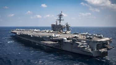 Le porte-avion américain USS Carl Vinson, photographié le 2 mars 2017 en mer de Chine.