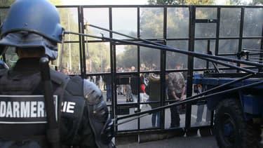 Les forces de l'ordre ont déployé un dispositif pour empêcher les manifestants de revenir dans le quartier des Jardins de l'Empereur, à Ajaccio.