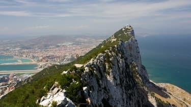 L'Espagne et le Royaume-Uni se disputent la souveraineté des eaux territoriales de Gibraltar.