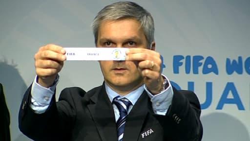 Tirage au sort au siège de la Fifa pour les barrages de la zone Europe pour le Mondial 2014 au Brésil à Zurich le 21 octobre 2013.
