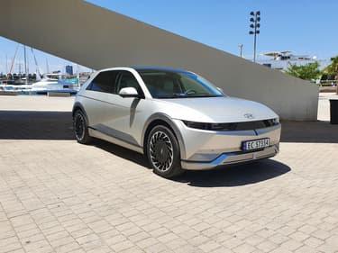 Un look rétrofuturiste qui colle bien à l'image moderne que veut donner Hyundai à ce modèle.