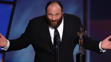 James Gandolfini le 9 mars 2003 reçoit le prix du meilleur acteur dans une série lors des Screen Actors Guild Awards, qui récompensent les acteurs de l'année.
